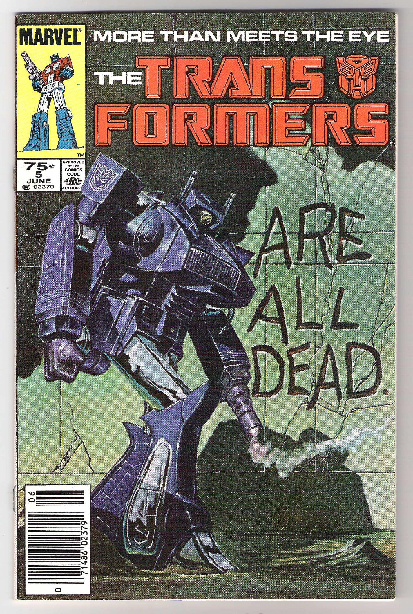 En los 80's, Marvel Comics publicó varios tomos de los transformers, incluyendo crossover con la serie hermana G.I. Joe. Actualmente es IDW publications quien trabaja en el comic.